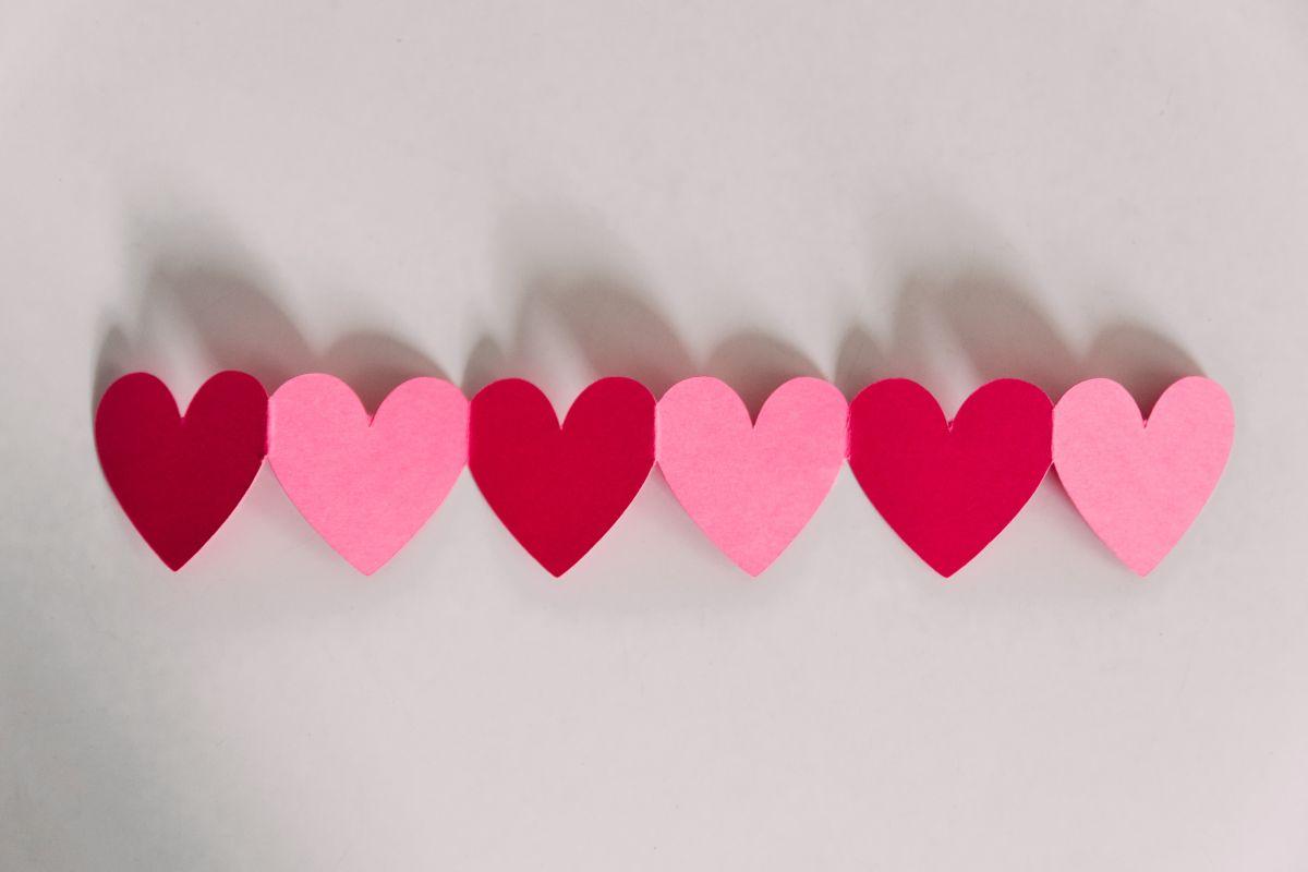 Herzen aus Papier
